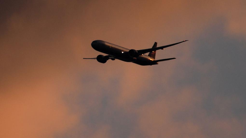 Перевозки грузопассажирскими рейсами в другие страны ограничат. Кого это коснется и что будет с ценами?