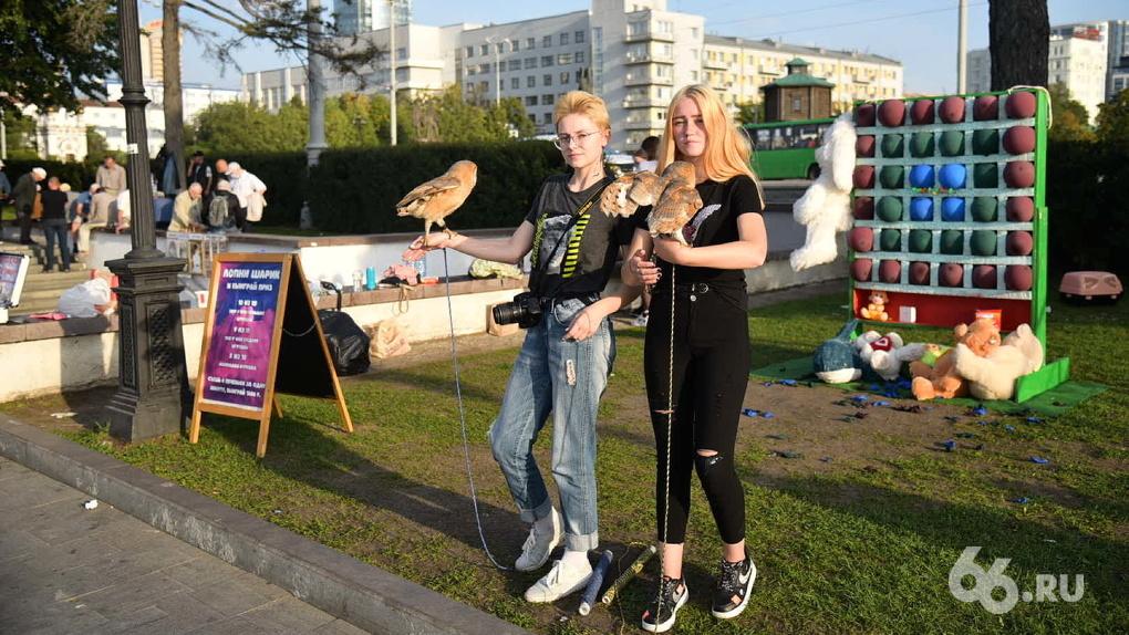 Фоторепортаж из центра Екатеринбурга-2020 и с набережной Геленджика-2010. Найди ноль отличий