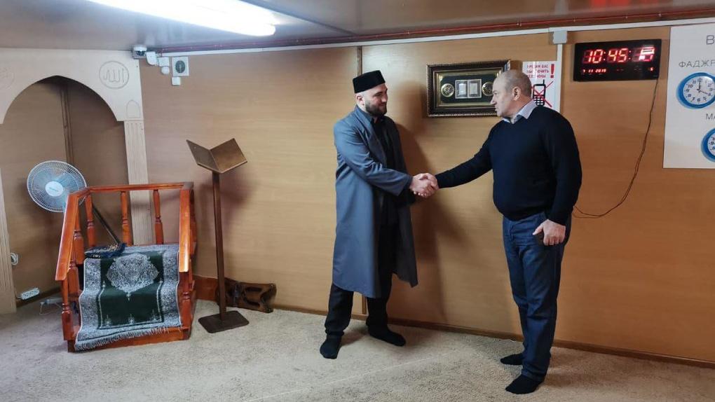 Чиновник из Дагестана договорился с УГМК о переезде мусульман из мечети у цирка. Для них это сюрприз