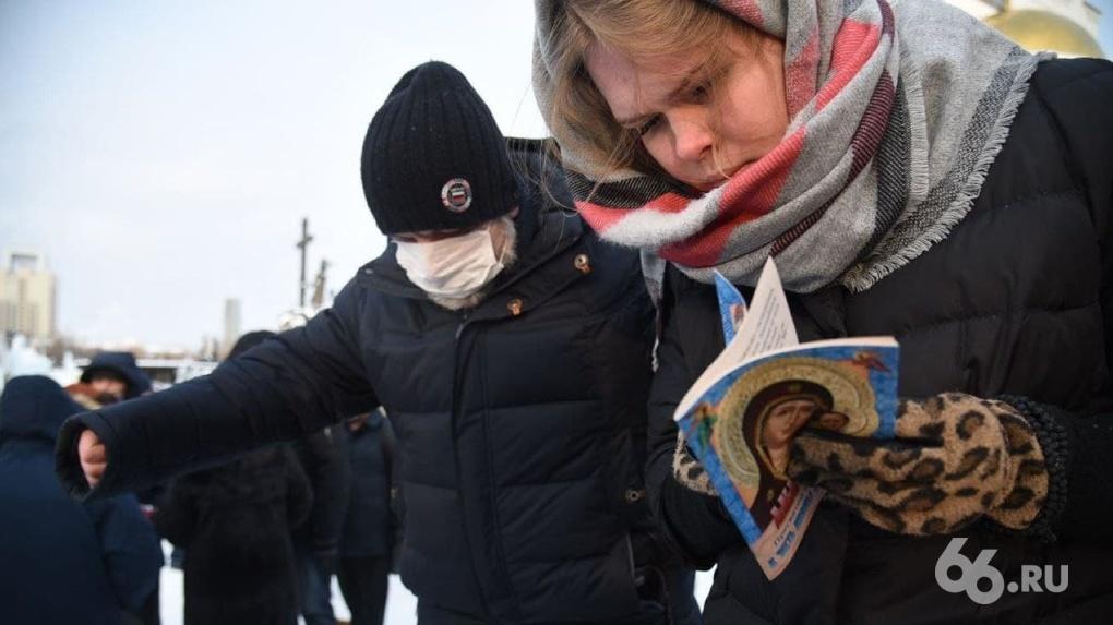 Сторонники схиигумена Сергия вышли на молитвенные стояния к главным городским храмам