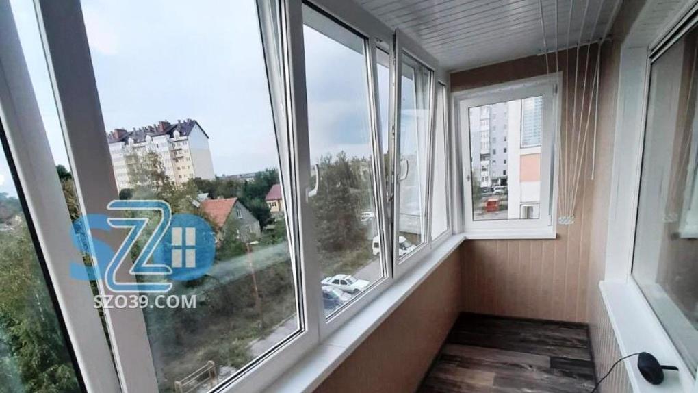 Какую конструкцию выбрать при остеклении балкона