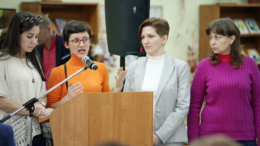 Мамы против бетонных человейников и резиновых школ. Репортаж с родительского собрания в Академическом