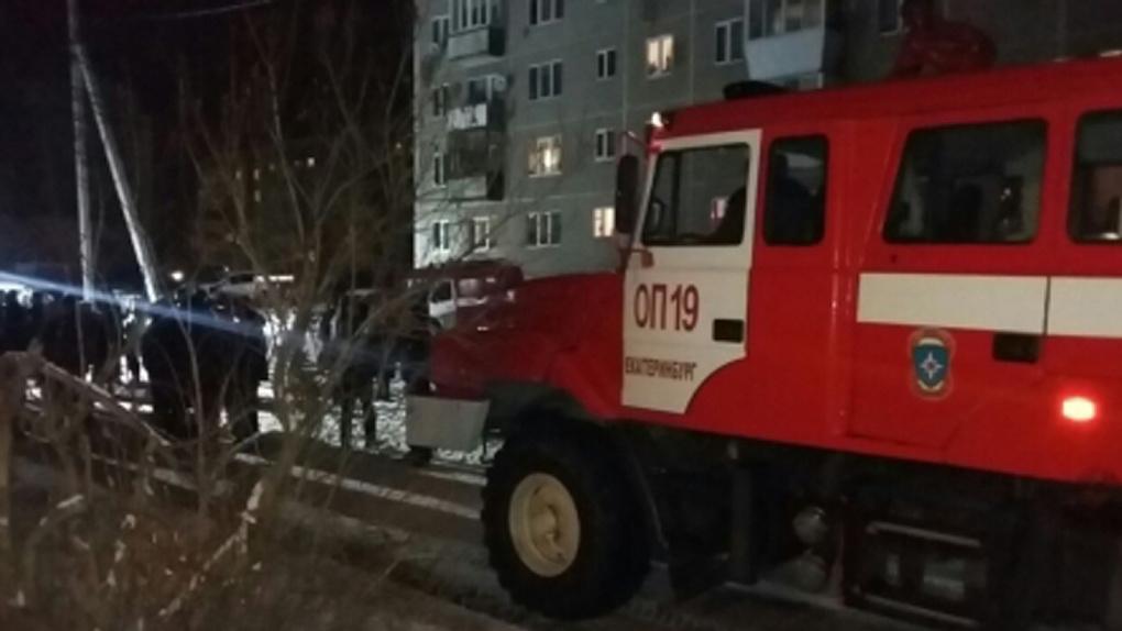 Пожар вжилой пятиэтажке под Екатеринбургом. По предварительным сведениям, взорвался газ