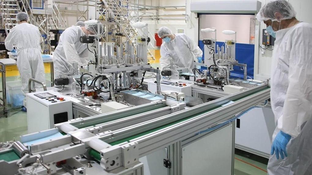 Линию по производству медицинских масок запустили на заводе под Екатеринбургом