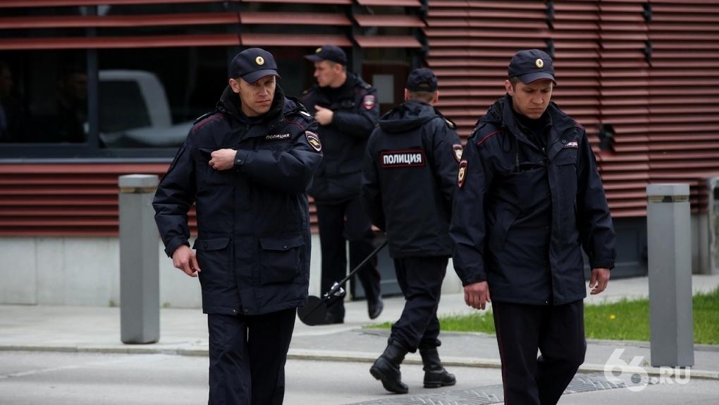 Центр Екатеринбурга оцепили тысячи полицейских. ФОТО