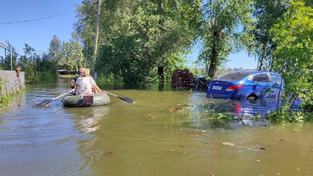Свердловские города и села затопили ливни, введен режим ЧС. Фото, видео