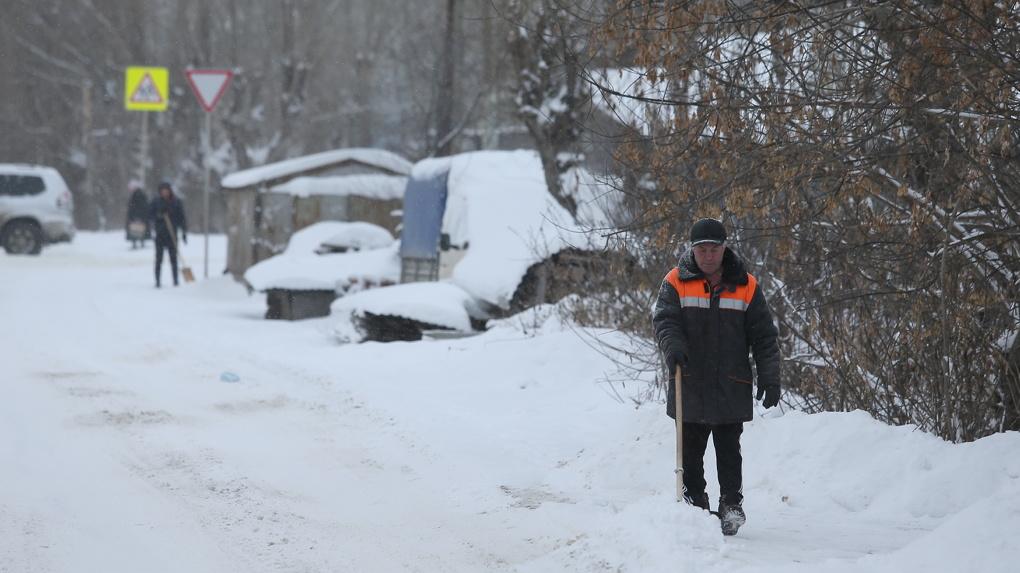 На юге России идут сильные снегопады, на востоке — ледяной дождь. Что ждет Урал