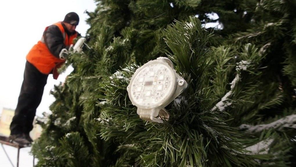 «Нет гирлянд, нет и новогоднего настроения»: в Екатеринбурге сорвали планы по украшению города