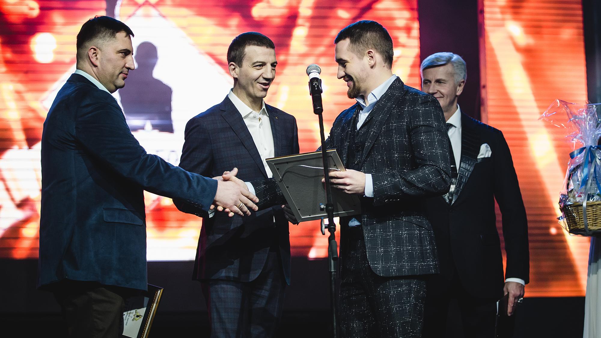 Профессиональные боксеры и Никита Михалков признали компанию Игоря Алтушкина лучшей в России