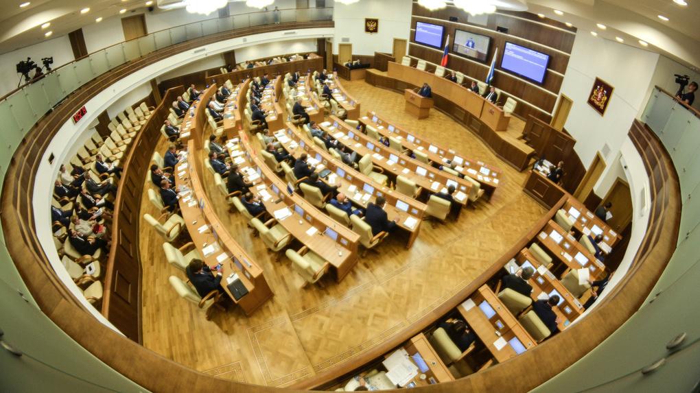 В сентябре — новые выборы в Законодательное Собрание. Кто из депутатов пять лет прогуливал его заседания?