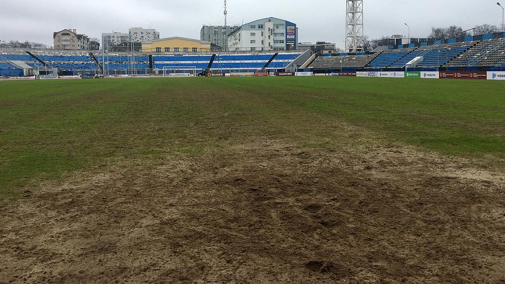 В Ярославле в последний момент отменили матч ФК «Урал». Приехавшие на игру болельщики требуют компенсации