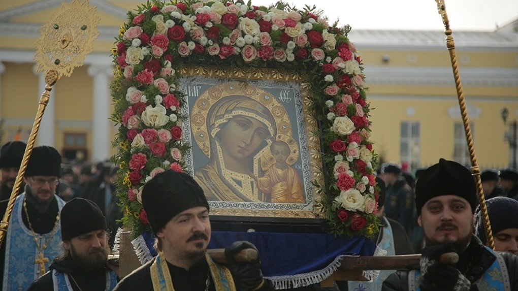 В День народного единства по Екатеринбургу прошли крестным ходом 8 тысяч верующих