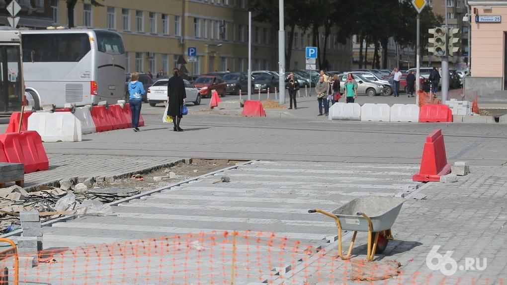 Суд вынес решение по иску «Атомстройкомплекса» к мэрии Екатеринбурга о кривой брусчатке на Ленина
