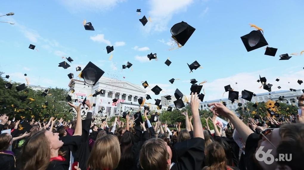 В России растет спрос на обучение в техникумах и колледжах, вузы выпускникам школ – не по карману
