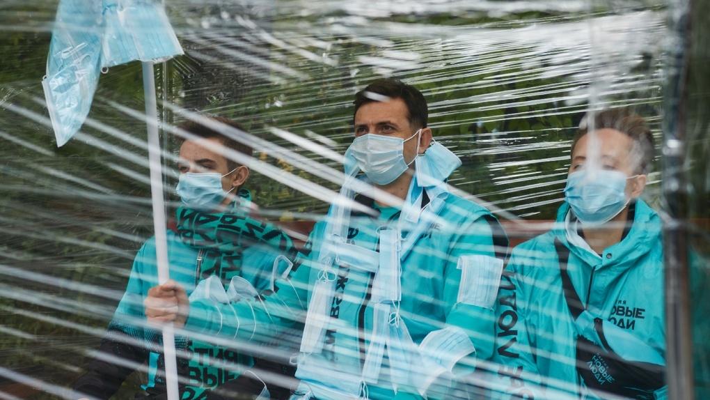 «Новые люди» установили в Основинском парке куб для самоизоляции, чтобы показать абсурдность ограничений