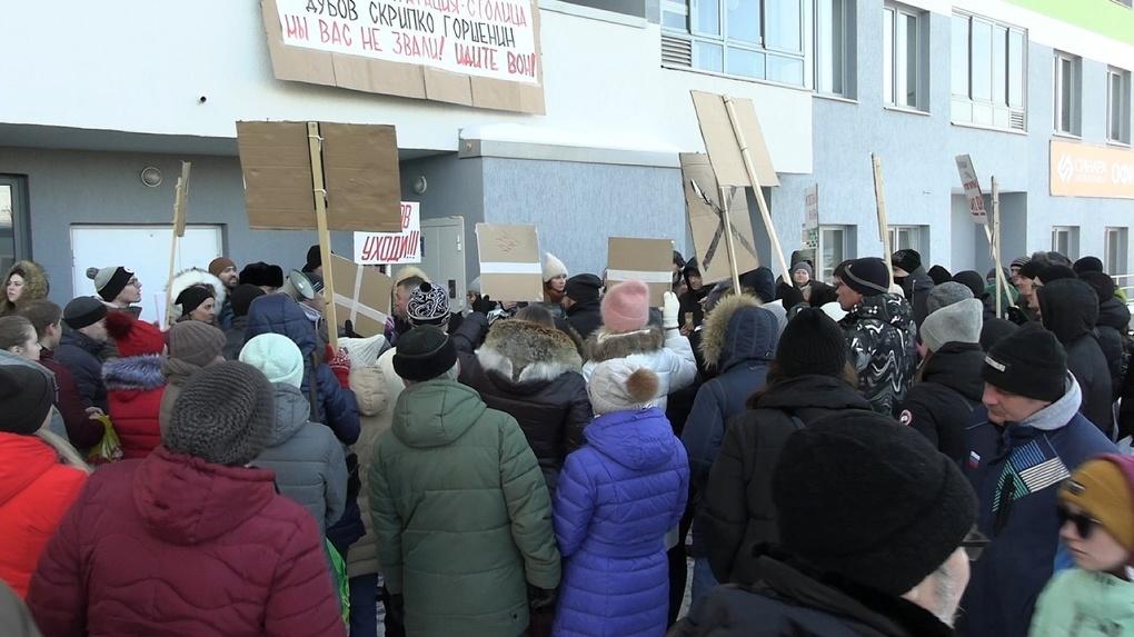 Поборы, «дуэль» на полиграфе» и полиция: УК воюет с владельцами квартир за жилой комплекс