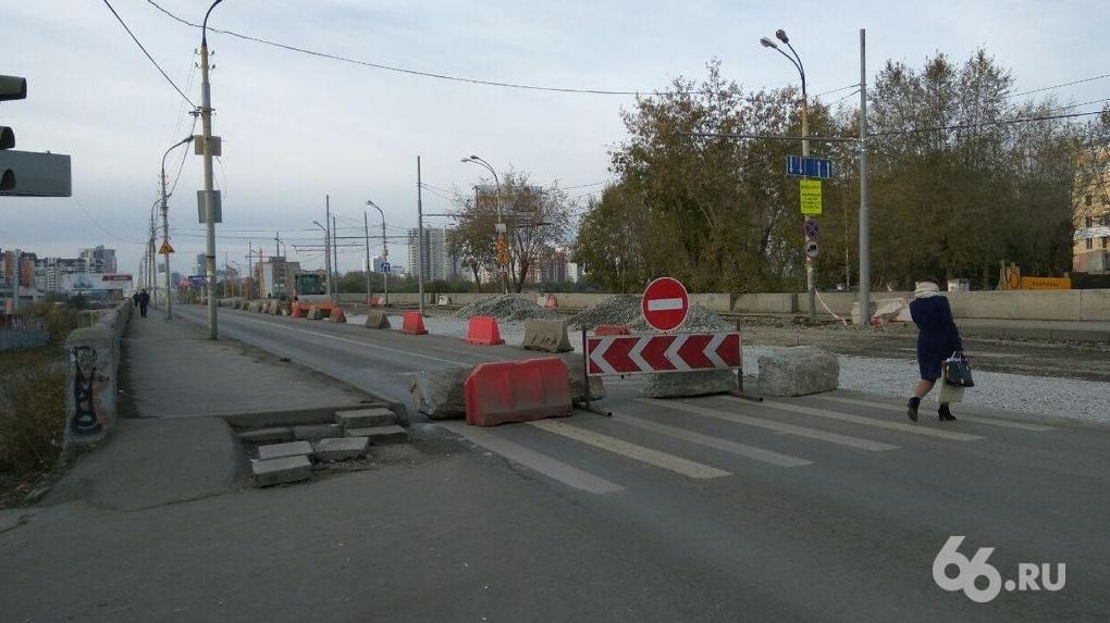 Центр города встал в пробках из-за закрытия Макаровского моста