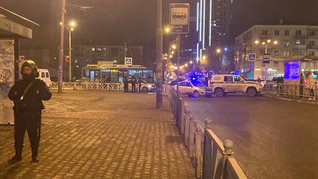 Улицу возле цирка перекрыла полиция. Там нашли предмет, похожий на гранату