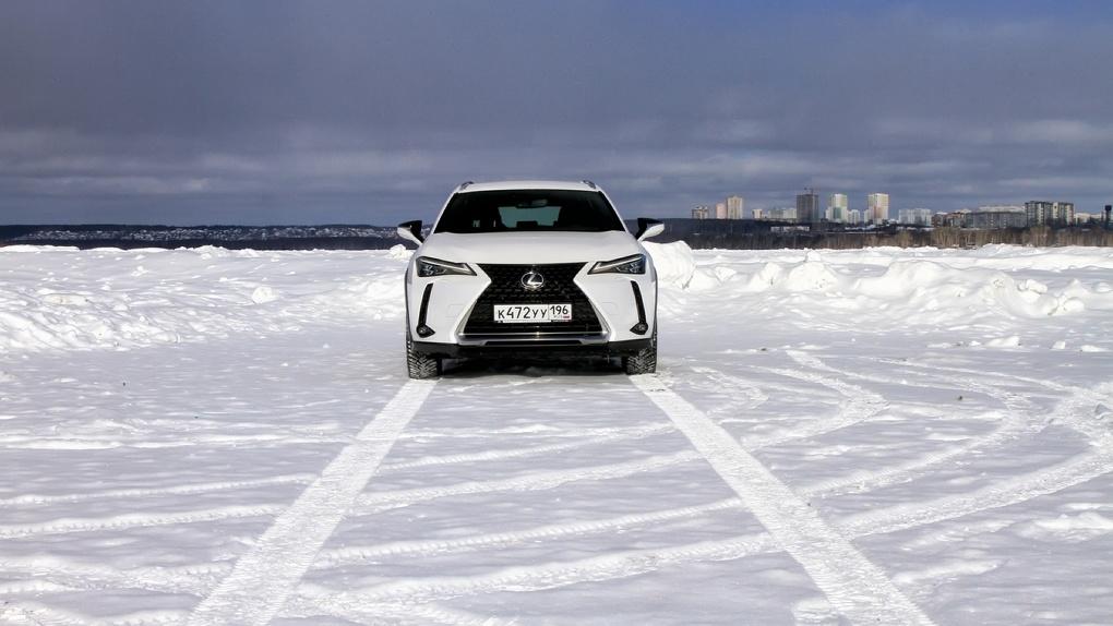 Какую машину подарить и не опозориться? Отвечает Lexus UX200