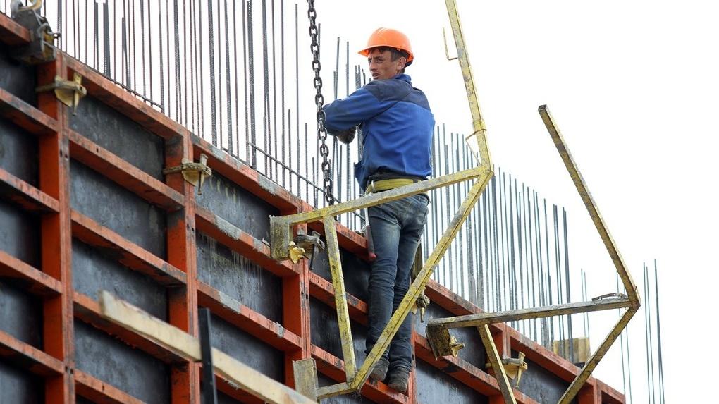 Новые проекты откладываются, стройки встают: девелоперы — о рекордном росте цен на стройматериалы