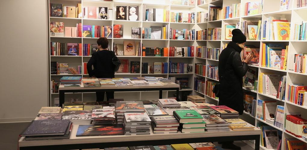 Донцова лидирует: глава Книжной палаты назвала самых издаваемых писателей в России