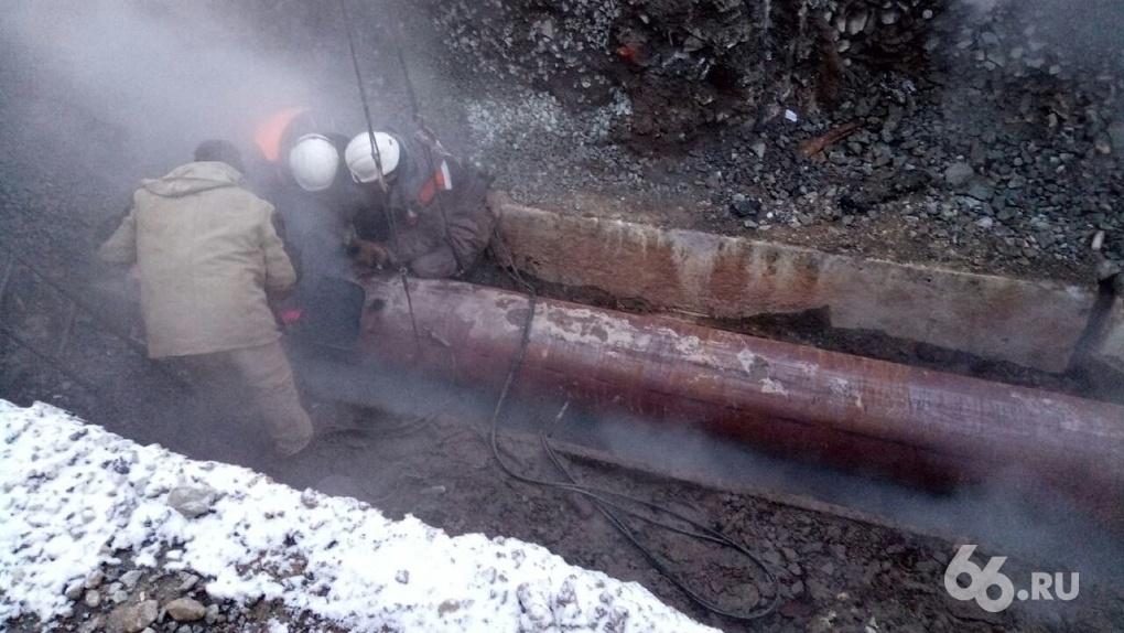 Из-за прорыва трубы больше ста домов на ВИЗе остались без отопления