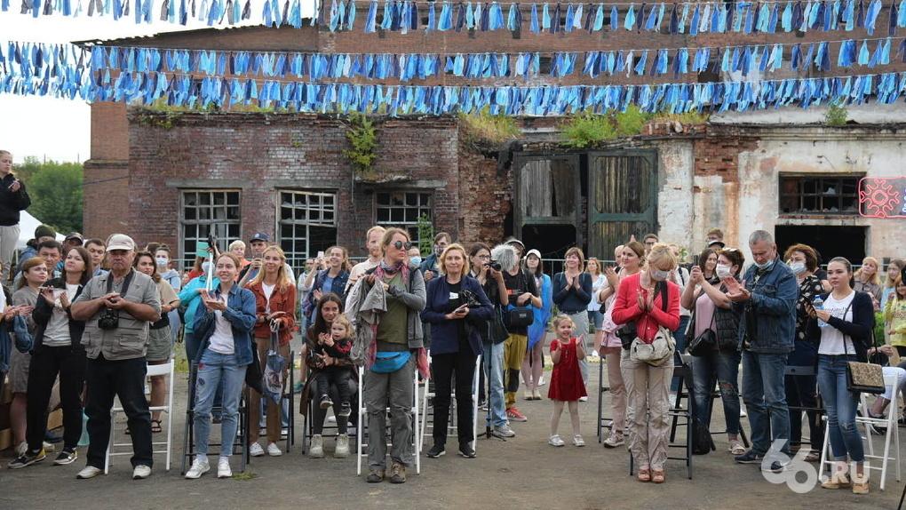 На старинном заводе в Сысерти открыли креативное пространство с глэмпингами и арт-резиденциями. Программа