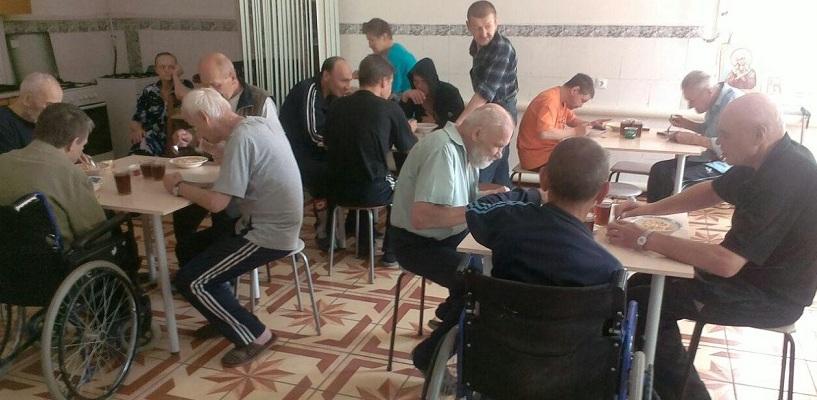 Соцслужбы бессильны: единственный в Екатеринбурге приют для бездомных переполнен постояльцами