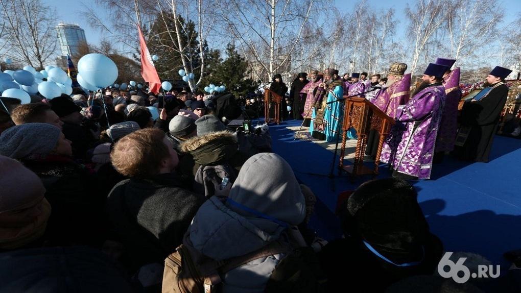 Галустян, Пореченков и Безруков прилетели в Екатеринбург помолиться о храме Святой Екатерины