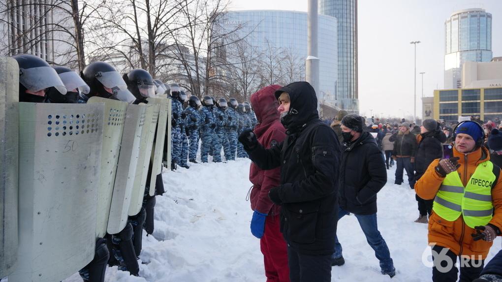 За нарушение ПДД получите уголовку. Что нельзя делать на протестном шествии в Екатеринбурге