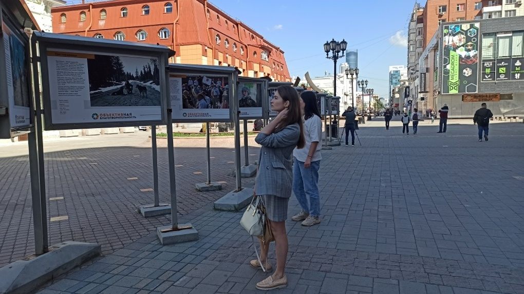 В Екатеринбурге открылась выставка фотоисторий «ОБЪЕКТИВная благотворительность»