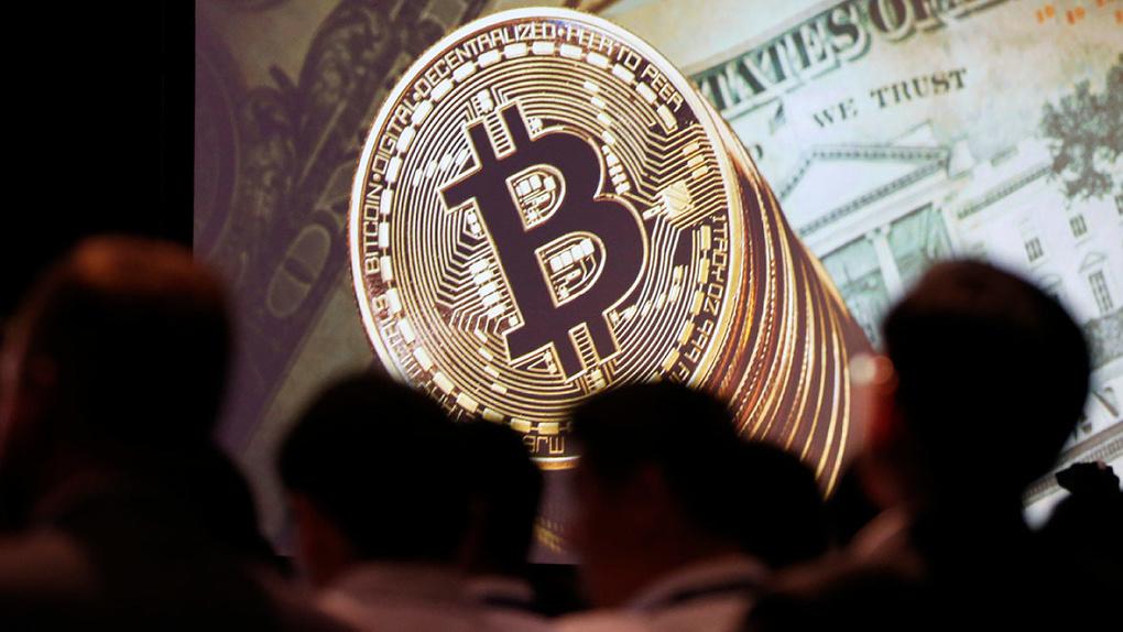 Курс биткоина упал более чем в два раза. Это конец крипторынка?