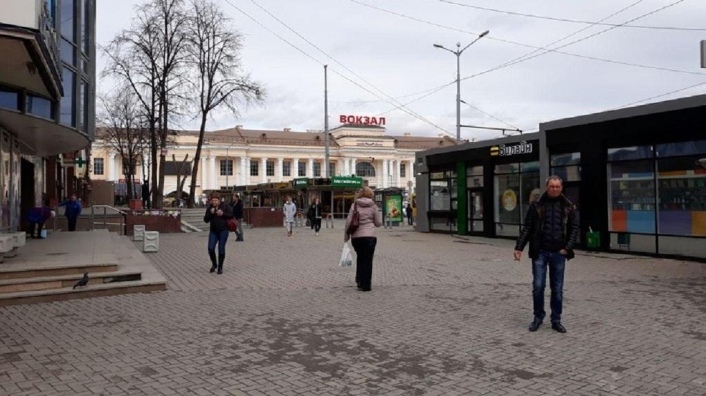 «Это не рынок»: Александр Якоб приказал убрать киоски с привокзальной площади