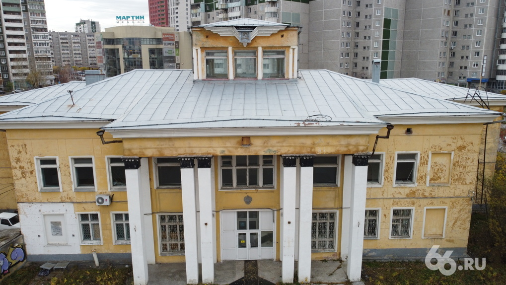 Защитники архитектуры бьются за здание аэропорта, которое снесут ради ТЦ «Золотой». Что в нем такого?