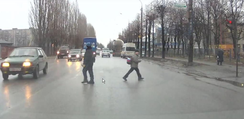 «Беги или умри»: кто заставляет детей бросаться под машины