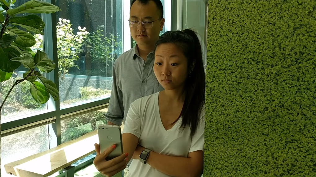 Смартфоны научили бороться с теми кто подсматривает в чужие экраны