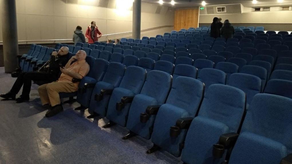 Постановления нет, есть только рекомендации. Когда в Екатеринбурге на самом деле закроют все кинотеатры