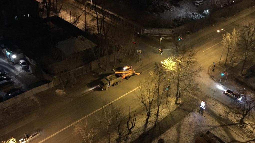 В администрации Орджоникидзевского района объяснили, зачем убирают с улиц несуществующий снег