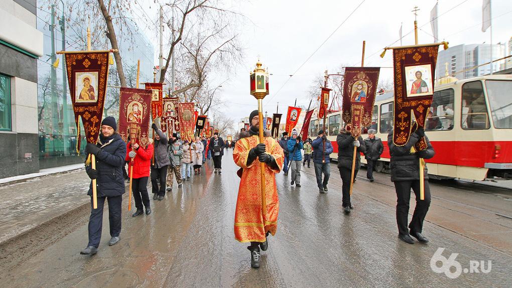 Четыре тысячи человек прошли крестным ходом по городу в честь Дня святой Екатерины