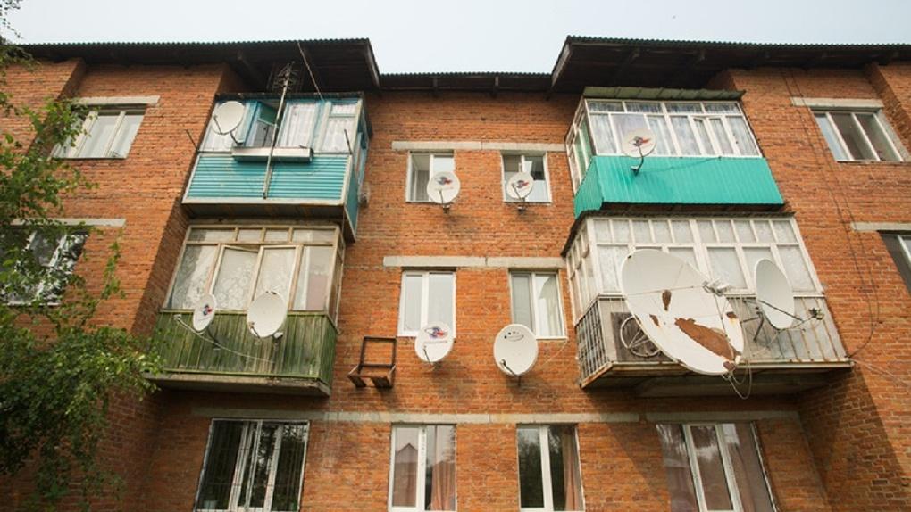 Администрация Екатеринбурга официально разрешила не торопиться с расстеклением балконов к ЧМ-2018