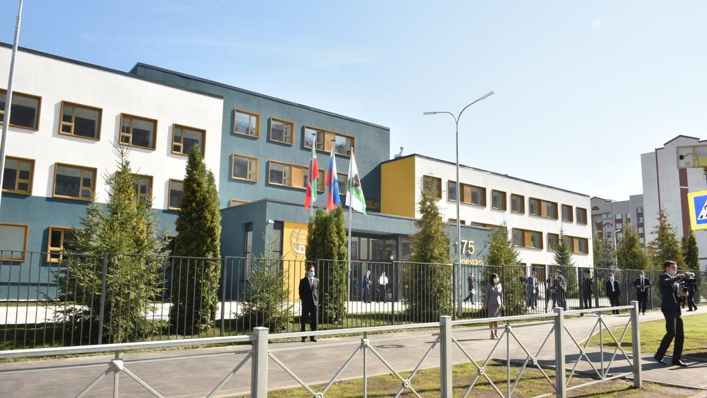 Школу, куда ворвался казанский стрелок, за лето перестроили и расширили. Посмотрите, какой она стала