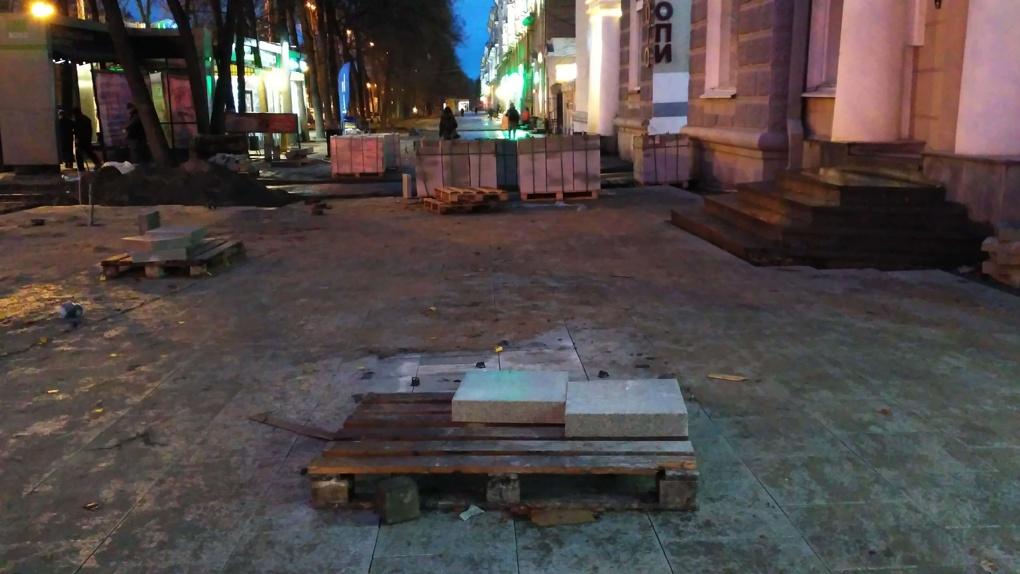 Вице-мэр назвал новый срок окончания ремонта тротуаров на Ленина. Дедлайн назначают в шестой раз