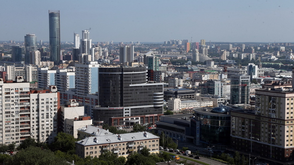 Последний — предлагать! Как выглядит центр города с крыши высотки на Московской горке