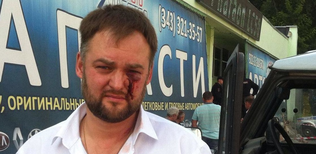 Екатеринбургского юриста Ивана Волкова и журналистов «Ермака» избили сотрудники автосервиса на Шефской