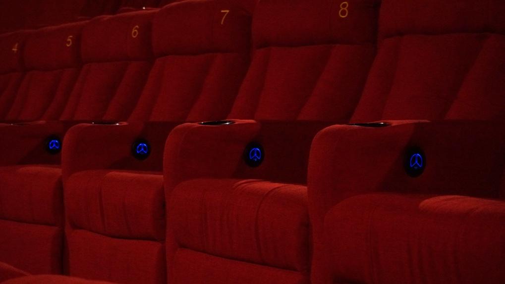 В Екатеринбурге после карантина открыли новый кинотеатр с арт-пространством