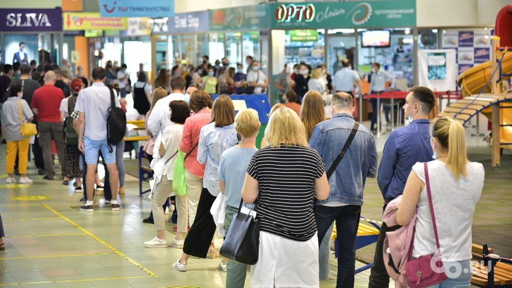 В торговых центрах Екатеринбурга введут предварительную запись на вакцинацию от COVID-19