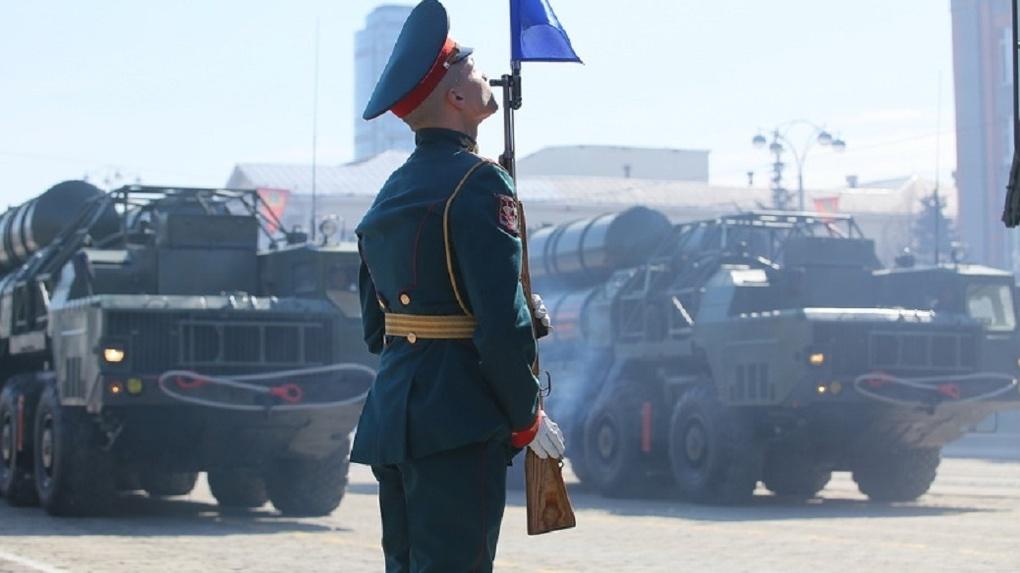На Красной площади идет генеральная репетиция Парада Победы. Трансляция