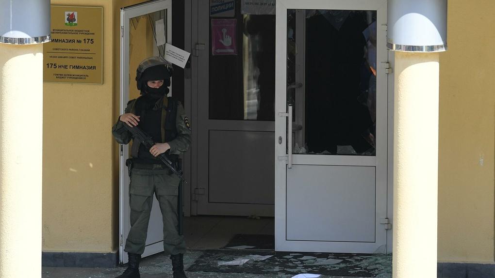 Ограничить, переписать, запретить. Как власти реагировали на массовые убийства в Керчи и Казани