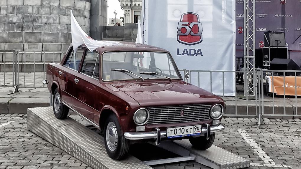 Екатеринбуржцы добровольно превращают свои новые автомобили в «Жигули». Зачем?