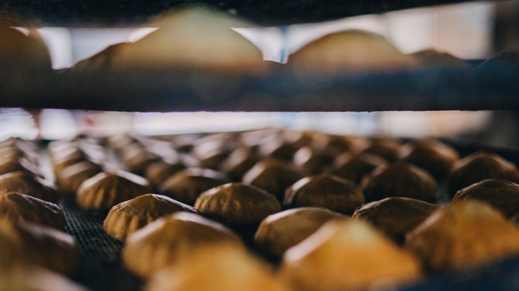 3 слагаемых здорового питания: хлеб на сосновых шишках и другие необычные блюда от кремлевского повара